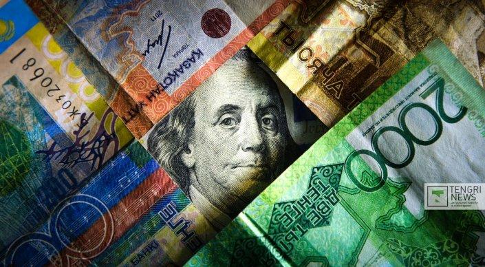 Курс доллара повысился еще на 9 тенге