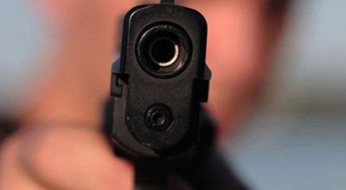 Павлодарские полицейские рассказали подробности обстрела автомобиля известного бизнесмена. Авто обстреляли после ссоры на заправке