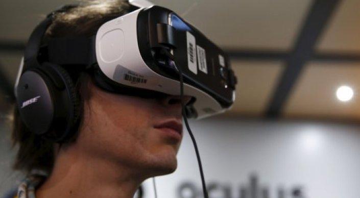 Facebook официально приступил к разработке виртуальной реальности для соцсетей