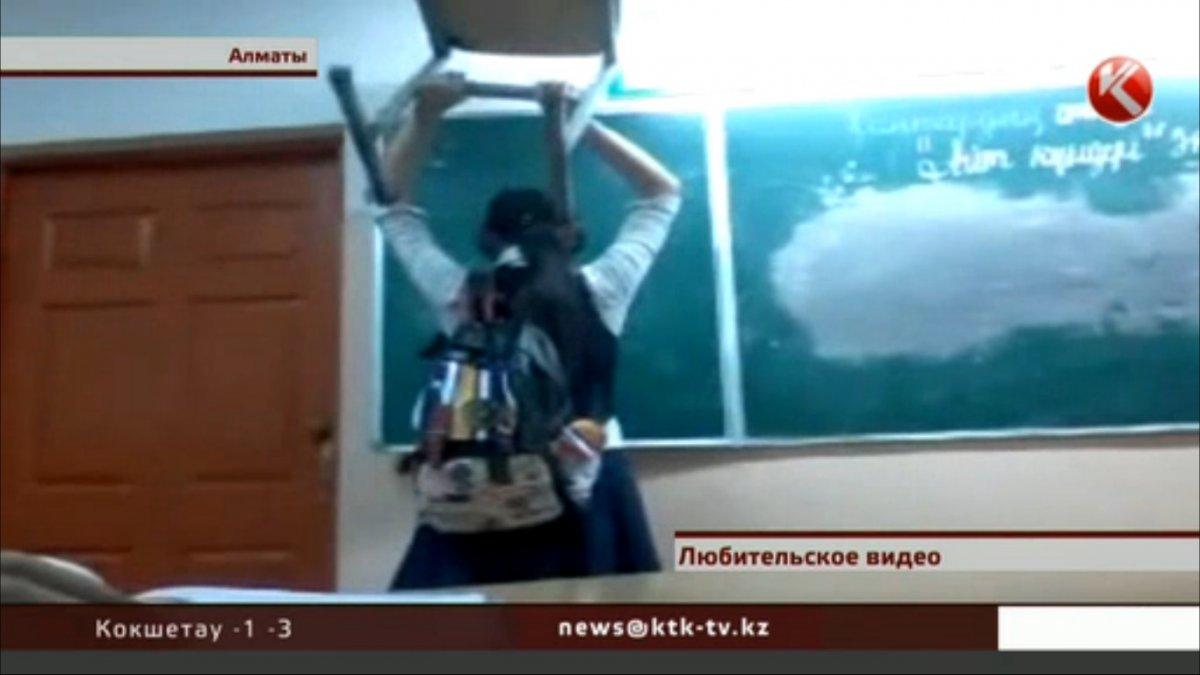 Видео училка села ему на колени фото 505-918