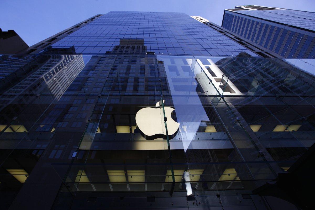 Apple массово уменьшает служащих