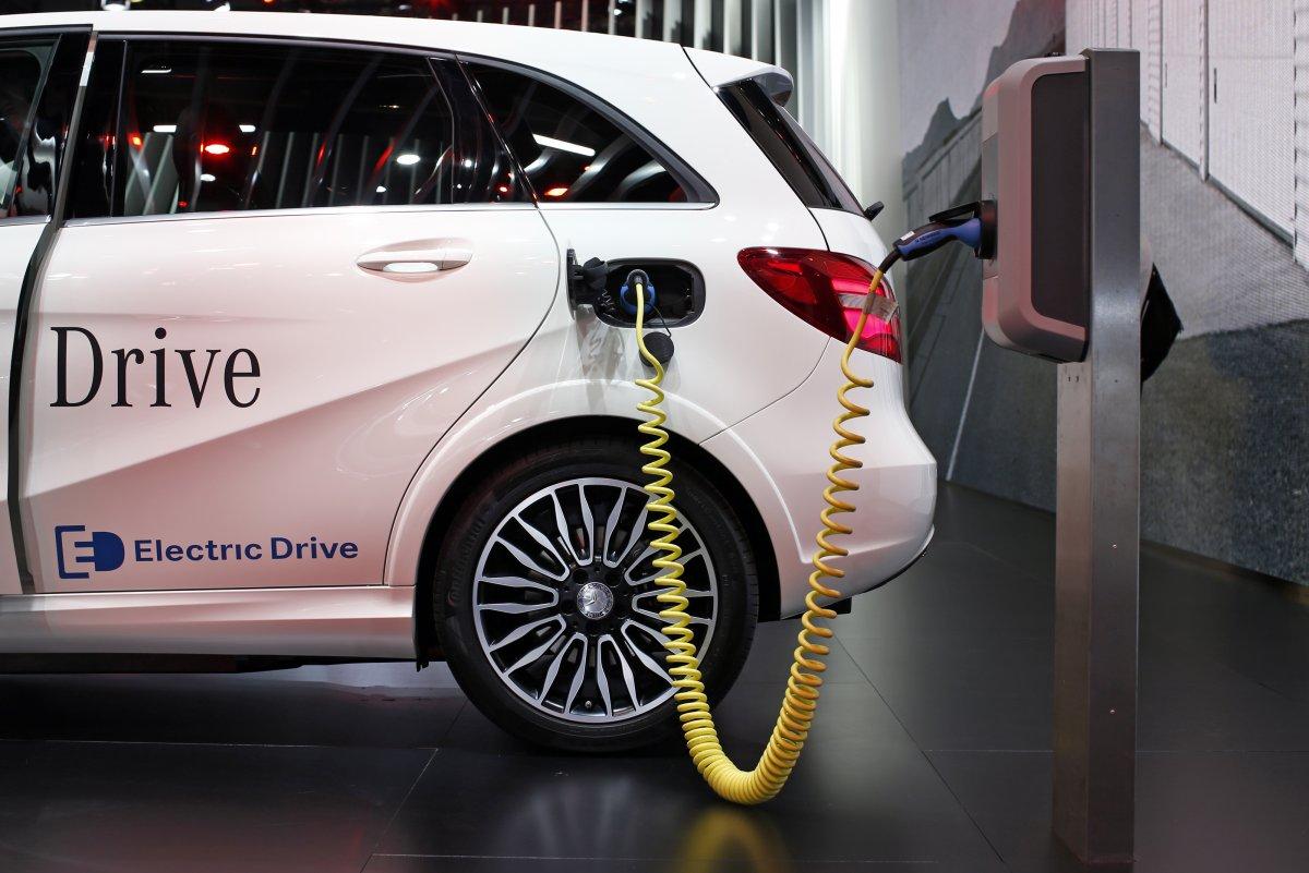 Министр финансов Германии предложил оплачивать клиентам электромобилей 5 тыс. евро