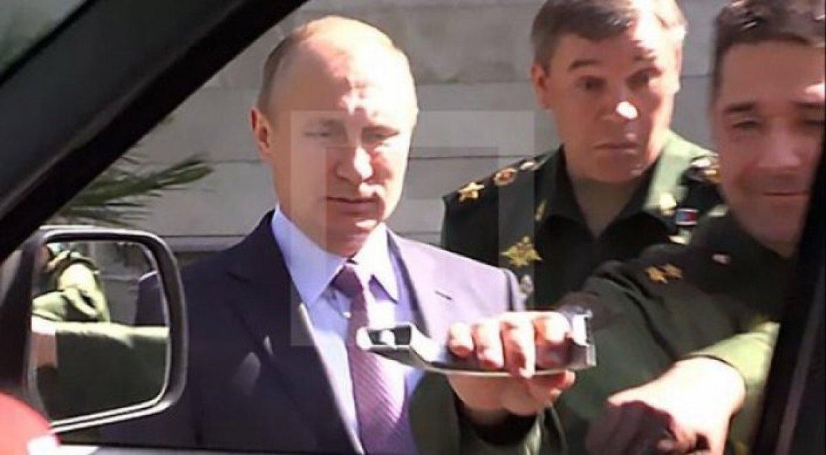 УАЗ: Сломавший наглазах у В.Путина ручку авто генерал— супермен!