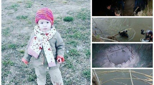 Миниатюрная девочка и гигантский шланг фото 7-122