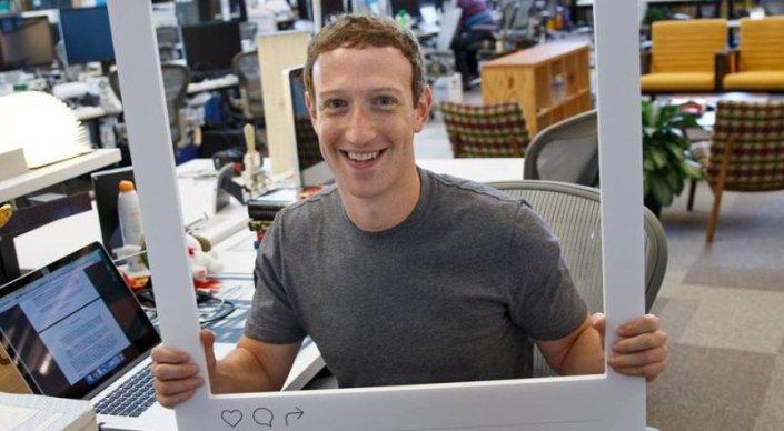Цукерберг опасается шпионажа и заклеивает камеру своего ноутбука