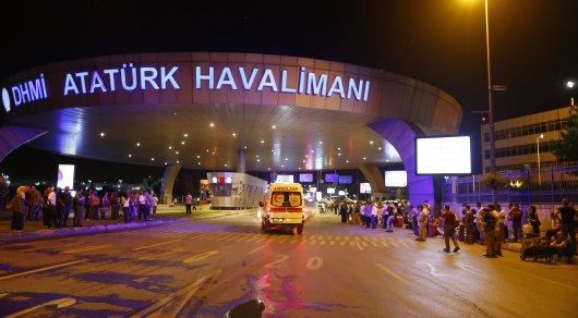 Аэропорт Стамбула возобновил работу после теракта,— премьер