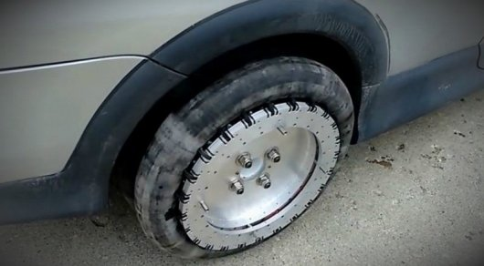 Канадец изобрел автомобильные колеса, облегчающие парковку