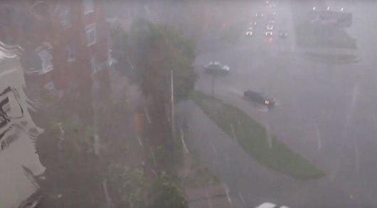 Град с дождем обрушился на Павлодар