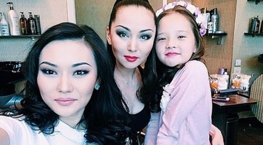 Есентаева со своими прекрасными дочками