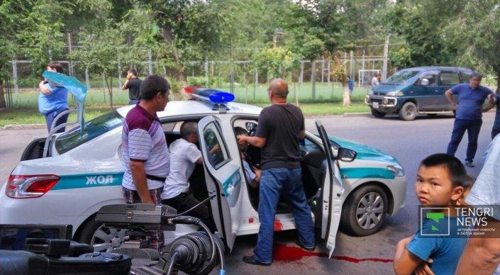 Семь полицейских находятся в реанимации после перестрелки в Алматы