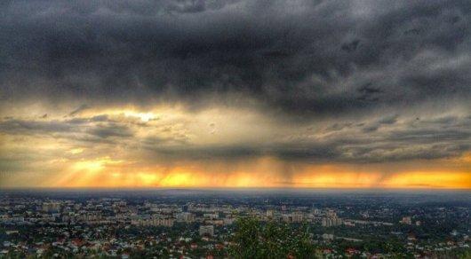 Синоптики назвали причины небывалой грозы и урагана в Алматы