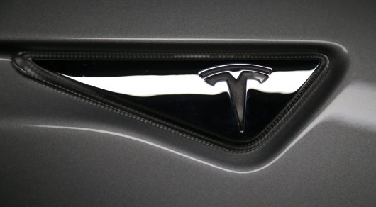 Tesla представит пассажирский и грузовой транспорт к 2017 году