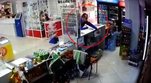 В Экибастузе магазинный вор попал на камеры видеонаблюдения