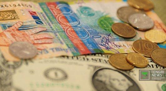 Обменники Астаны продают доллар по 364 тенге