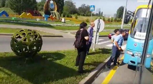 Подравшиеся водители автобусов в Алматы получили строгий выговор