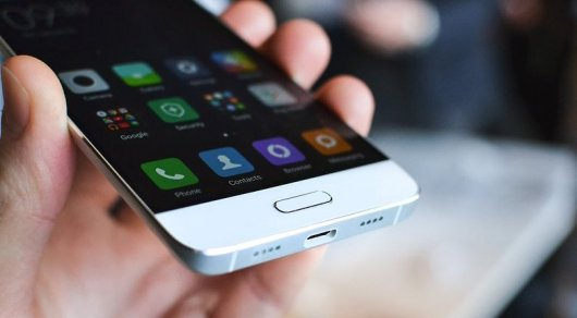 Индиец чудом не пострадал при взрыве китайского смартфона
