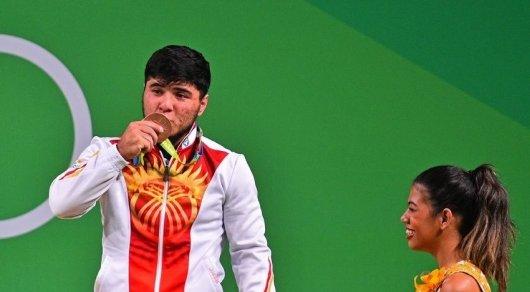 Скандал на Рио-2016: Штангист из Кыргызстана лишен