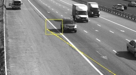 Москвича оштрафовали зато, что тень его авто пересекла сплошную линию