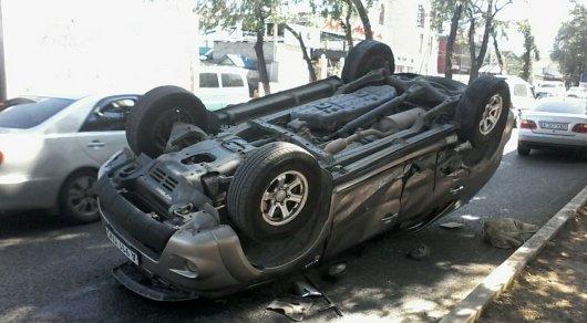 Вседорожный автомобиль  перевернулся вДТП вАлматы