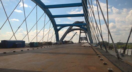 Житель россии сорвался состроящегося моста вИртыш: Тело еще ненайдено