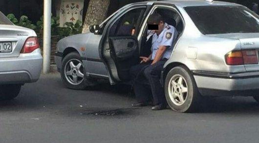 Установлена личность «справившего нужду» измашины полицейского— ДВД Алматы