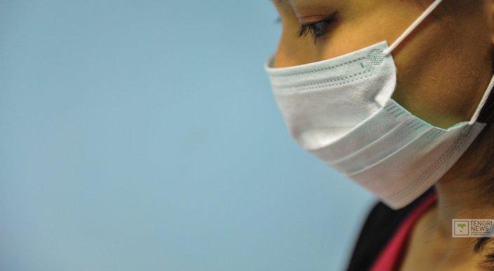 Главный санврач попросил отпускать с работы больных гриппом сотрудников