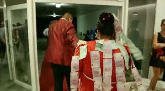 Клип богатой и шикарной цыганской свадьбы подорвал сеть