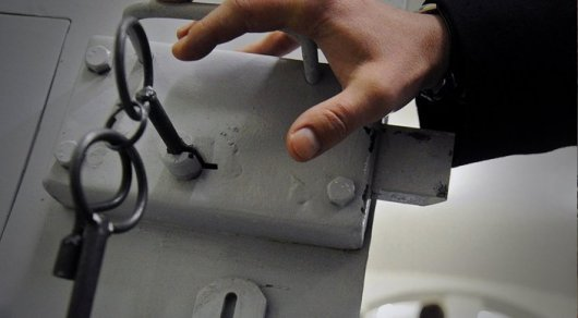 Разливший ртуть в аэропорту Алматы мужчина арестован на два месяца