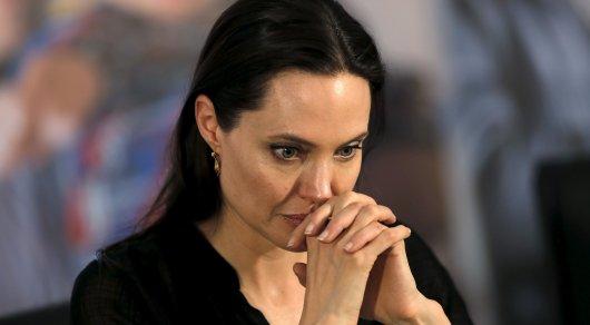 Джоли с детьми скрывается в секретном особняке в закрытом городе