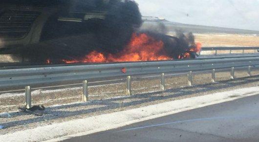 Два авто загорелись после лобового столкновения вАкмолинской области
