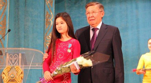 10-летнюю девочку наградили за спасение детей в Акмолинской области