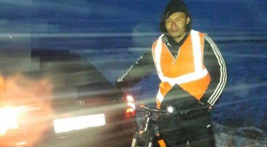 Житель Шымкента в честь юбилея РК доехал до Астаны на велосипеде