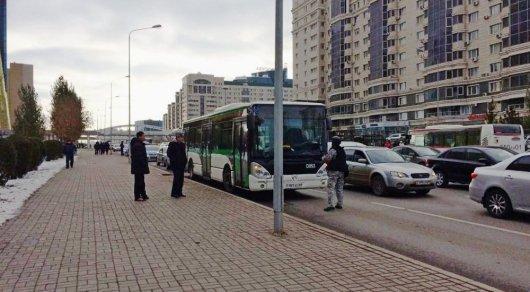 ВАстане саперы обыскали автобус из-за мужчины счемоданом