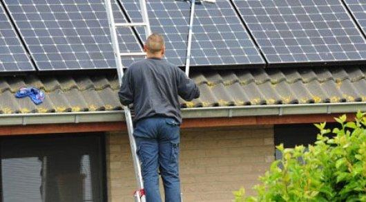 Илон Маск представил солнечную батарею ввиде крыши