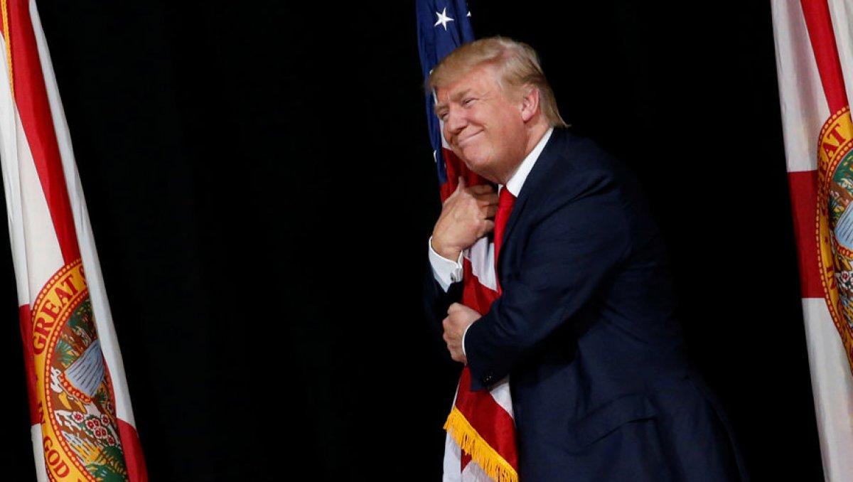 Республиканец дональд трамп в своем первом выступлении в качестве избранного президента сша выбрал примирительный тон и выразил желание работать как с политическими оппонентами, так и со всеми нациями, готовыми к добрым отношениям с америкой.