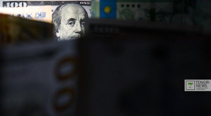 При получении взятки в 150 тысяч долларов задержан сотрудник Комитета госдо ...