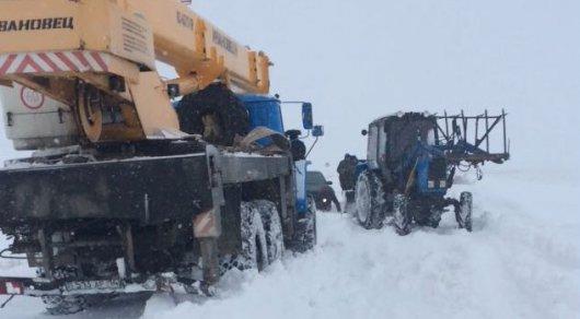 Сельчане в Карагандинской области стали заложниками снега