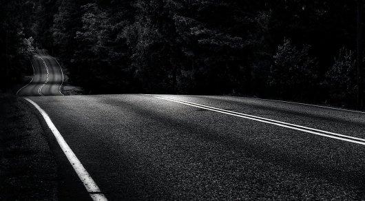 Автомобилисты жалуются на отсутствие освещения по трассе в Жамбылской области