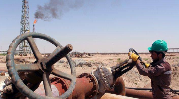 ОПЕК впервые за восемь лет договорилась сократить добычу нефти