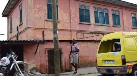 Проработавшее 10 лет поддельное посольство США закрыли вГане