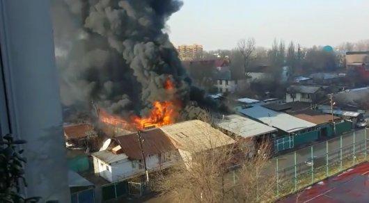 Газовые баллоны взорвались впроцессе тушения пожара вКостанае