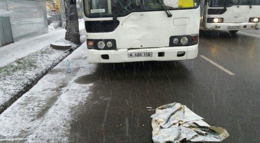 ВАлматы вДТП автобус насмерть сбил пешехода