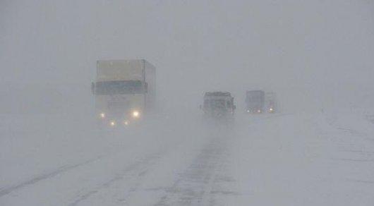 Из-за метели исильных морозов закрыты дороги в 5-ти областях Казахстана