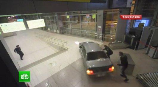 ЧПваэропорту Казани: нетрезвый шофёр протаранил строение терминала