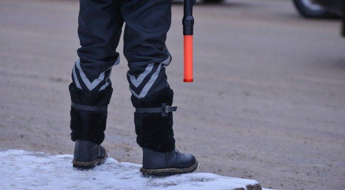 Конфликт полицейского и водителя авто с дипномерами в Астане попал на видео