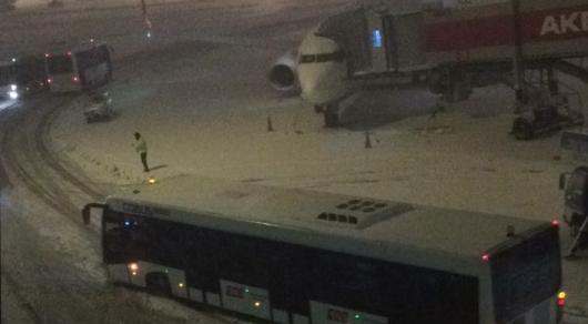 AZAL пока неотменил рейсы вСтамбул
