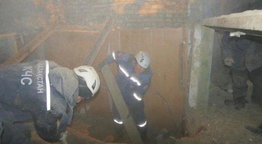 В сети появились шокирующие фото с места завала в Шымкенте, где едва не погиб ребенок