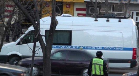Налетчик в маске ранил сотрудницу ломбарда в Шымкенте