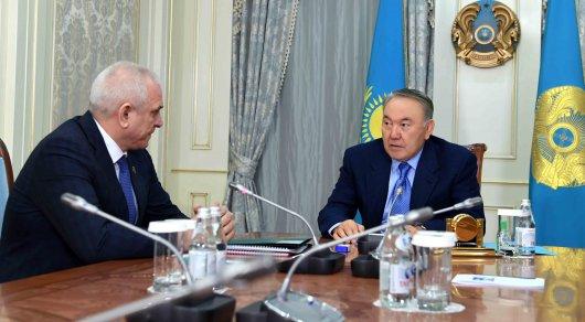 纳扎尔巴耶夫接见最高法院理事会主席斯莫林