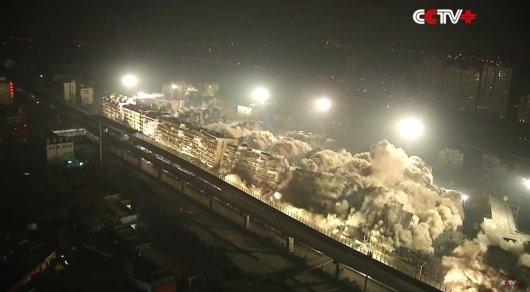 В «Поднебесной» одновременно взорвали 19 зданий